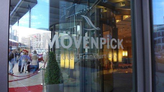 Movenpick Hotel Frankfurt am Main City: PORTARIA