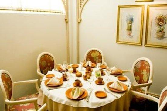 Hotel Lancaster: Mesas do restaurante - Super agradável o lugar