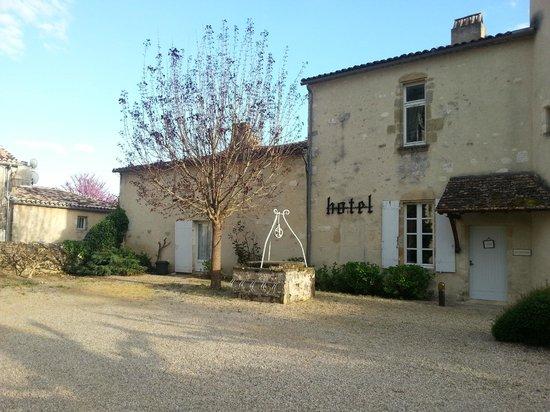 Maison Les Remparts : Hôtel côté restaurant (fermé)