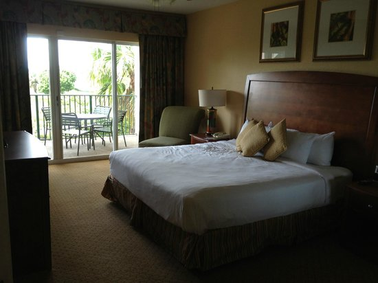 Wyndham Palm-Aire: Comfortable beds- nice walk out patio