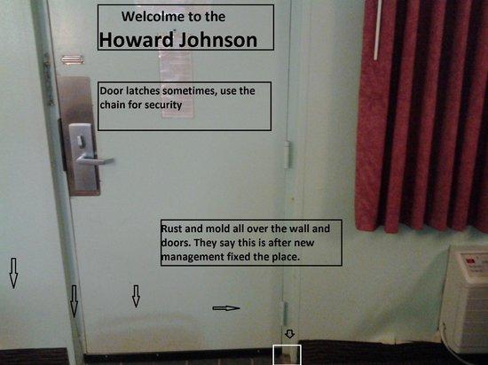 Howard Johnson Inn - Sandusky Park N. Entrance: Room interior front door
