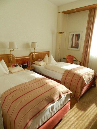 Leonardo Hotel Karlsruhe: bedroom