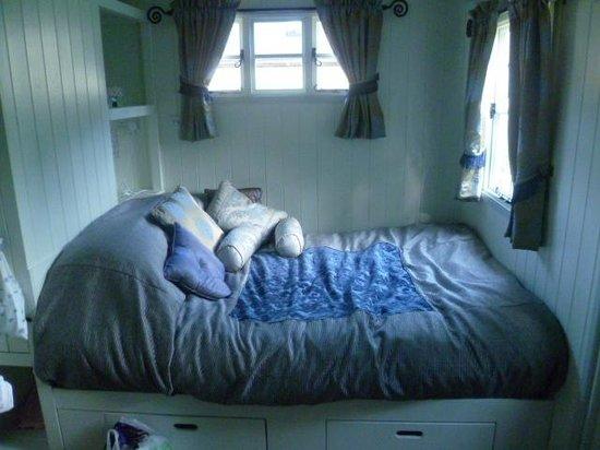 PoSHHuts: Amazing bed!!