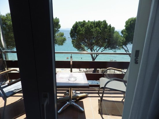 Canyelles Platja : view from balcony of sea view room
