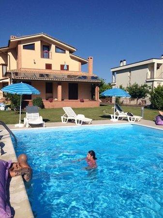 La Casa di Rinaldo Bed&Breakfast: piscina ....oasi di relax
