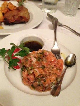 Le Bouledogue Restaurant Cafe & Brasserie: salmón