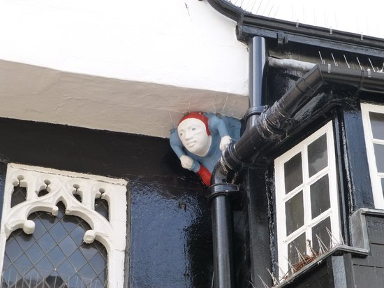 Franco's: Quirky man peeping from the eaves....