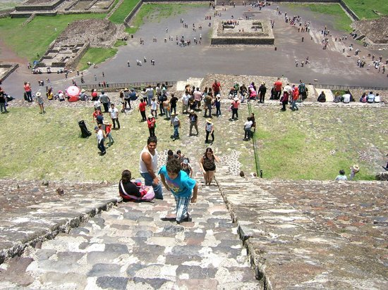 Zona Arqueologica Teotihuacan: Looking down from half way up pyramid of the Sun