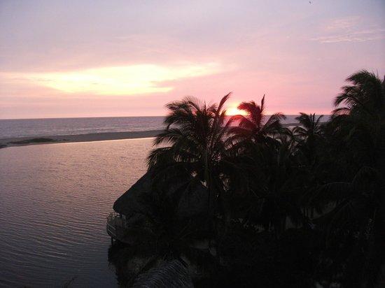 Hotelito Desconocido: Laguna
