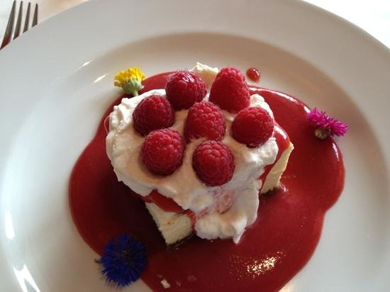 Mereday's Fine Dining : Lemon cheese cake with raspberries.