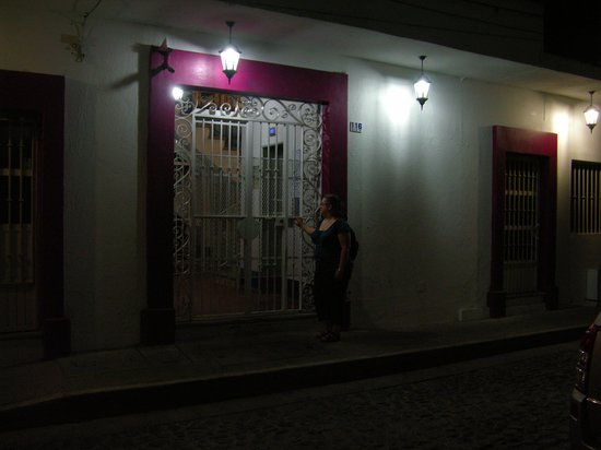 Suites Plaza Del Rio: Living Room
