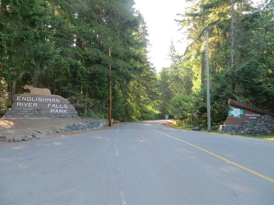 Nanaimo, Canadá: Entrance to Englishman River Falls Campground