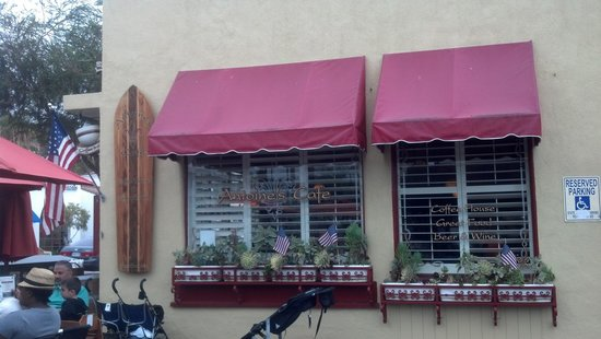 Antoine's Cafe: Front/ side view of outside seating