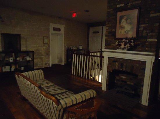Old Talbott Tavern: Sitting area