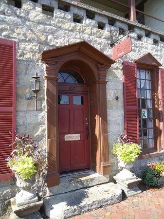 Old Talbott Tavern: the entrance