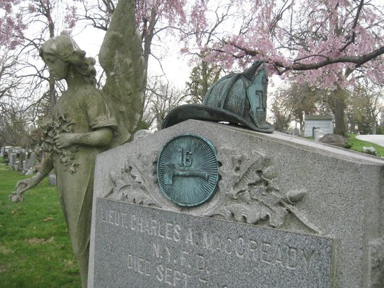Woodlawn Cemetery : NY's Bravest