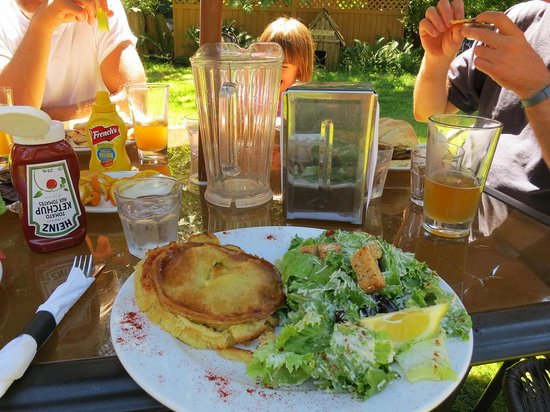 Savary Island, Canada : Chicken pot pie with Caesar salad at Riggers