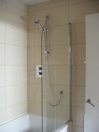 The Wordsworth Hotel and Spa: shower over bath