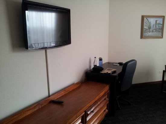 Holiday Inn Guatemala: TV and desk