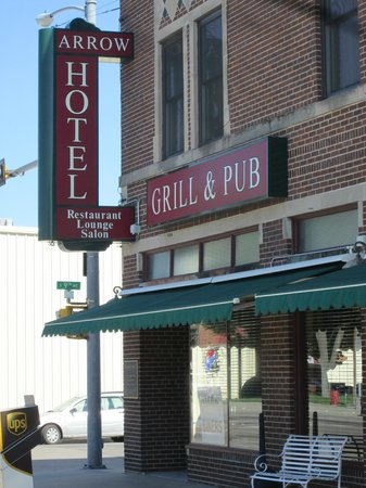 Bonfire Grill and Pub: Arrow Hotel/Bonfire Grille and Pub