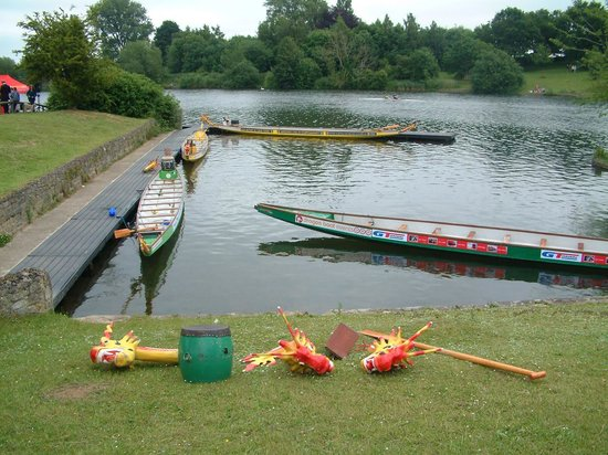 Coate Water Country Park: prepaaring fir the Rotary club of Swindon Phoenix Drsgon Boat race