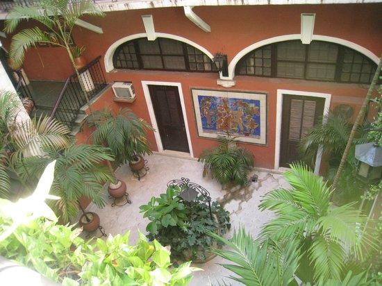 Hotel Reforma: courtyard