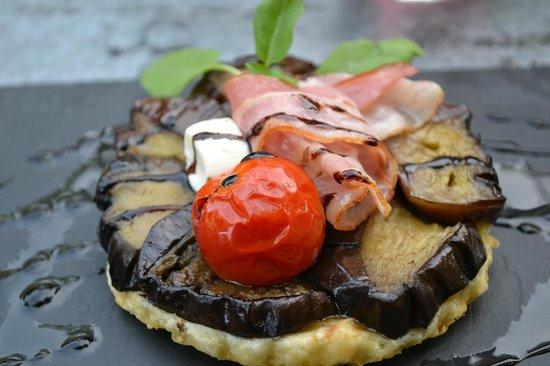 L'oustaloun : Tatin d'aubergines, crème de chèvre