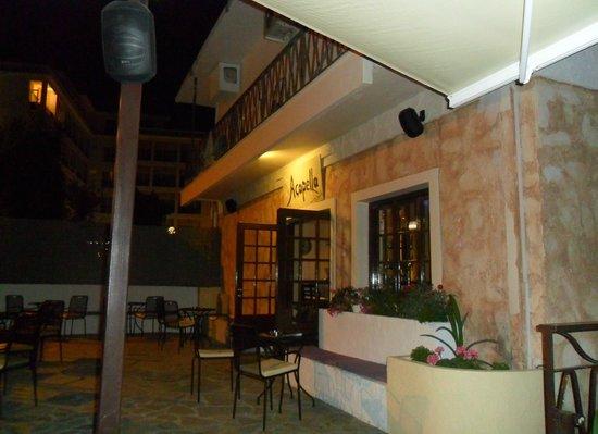 Acapella Cafe - Bar: New bar, great service.