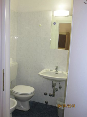 Hotel Savonarola: Bathroom