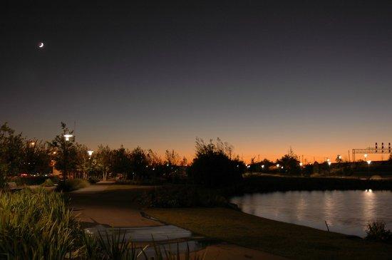 Birmingham's Railroad Park : Sunset over Railroad Park