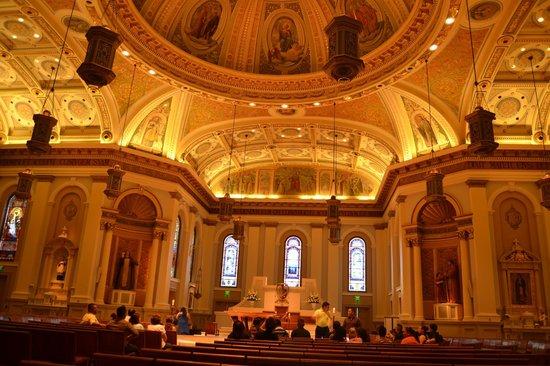 Cathedral Basilica of St. Joseph: vista del interior