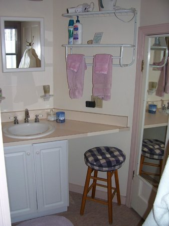 BillowHouse: sink area