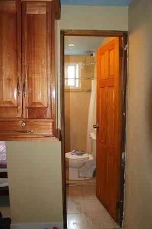 Tropicana Lodge: baño