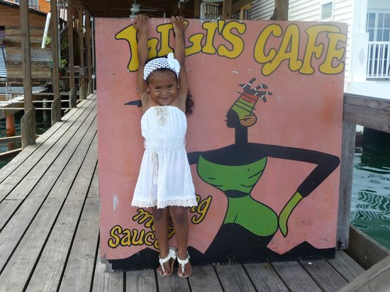 Lili's Cafe: Our waitress in training at Lilli's