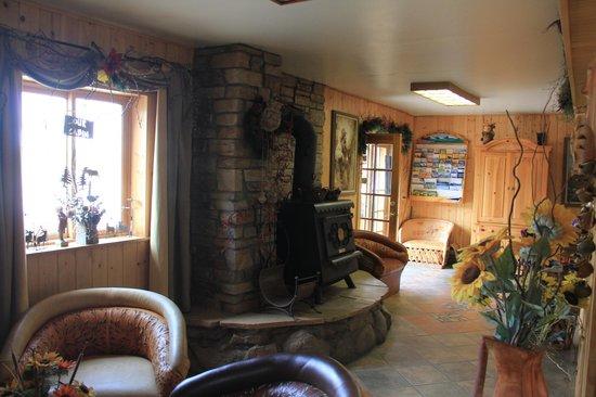 Front entry to Spirit Lake Lodge