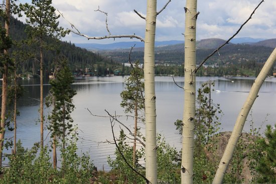 Spirit Lake Lodge : Grand Lake (view from roadside)