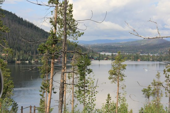 Spirit Lake Lodge : Grand Lake (roadside view)