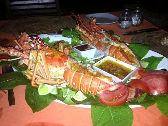 Popa Paradise Beach Resort: Darrion prepared an amazing fresh lobster dinner...incredible!
