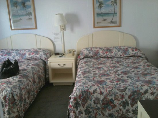 Crystal Sands Motel : Our room