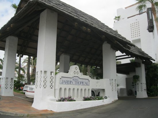 Entrance picture of hotel jardin tropical costa adeje for Hotel jardin tropical tenerife