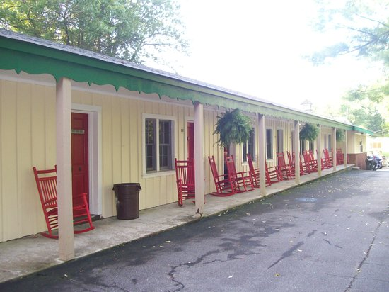 Big Lynn Lodge: Front Porch with Comfy Red Rocking Chairs