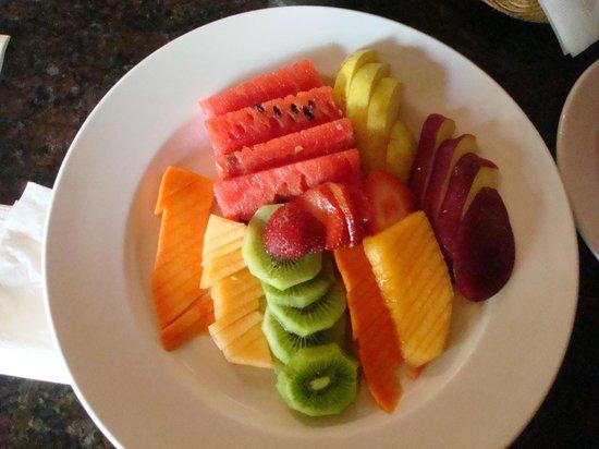 Mayan Bistro: fresh fruit plate