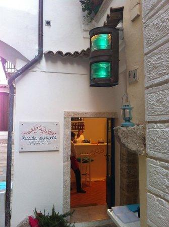 Ricciola Saracena: L'ingresso e il vecchio faro