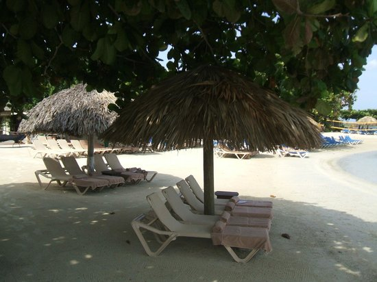 Sandals Royal Caribbean Resort and Private Island : plages tôt le matin