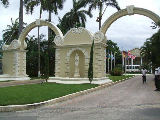 Sandals Royal Caribbean Resort and Private Island : L'entrée au site