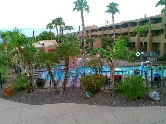 La Posada Lodge and Casitas: Pool area that I didn't get to use.