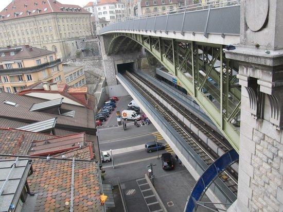 Hotel Continental Lausanne: Metro e viaduto .