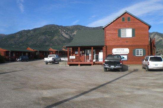 Wolf Den Log Cabin Motel & RV Park: Wolf Den