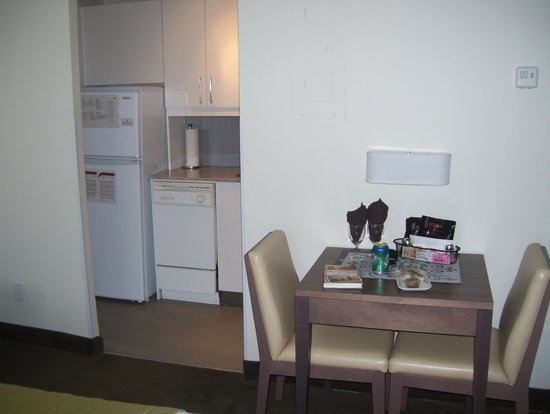 Residence Inn Montreal Westmount: kitchen