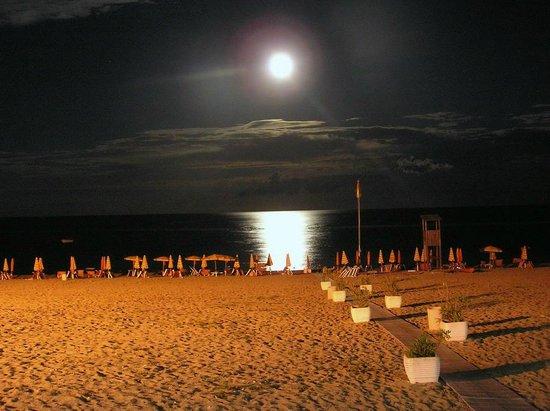Villaggio Estella Club : La spiaggia di notte....